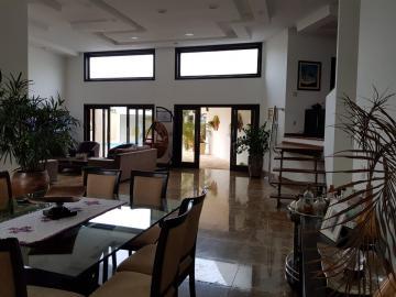 Alugar Casa / Padrão em Bauru. apenas R$ 1.700.000,00